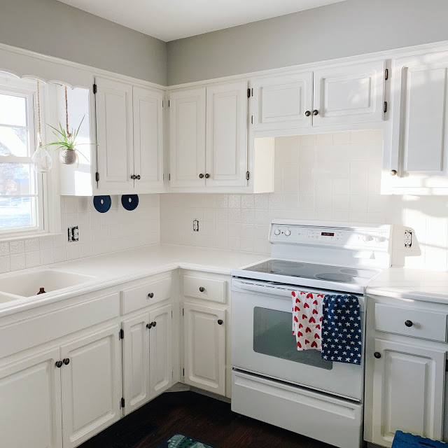 Painting your tiled kitchen backsplash is an easy, inexpensive way to refresh your space for less!  For under $100 you can completely transform the room!  This is a DIY even the unskilled can tackle!   Midwesternmama.com